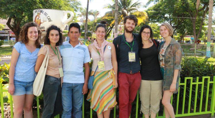 L'équipe d'Envol Vert Pérou à Pichanaki, de gauche à droite : Mélanie, Charlène, Julio, Daisy, Axel, Coline et Solenne
